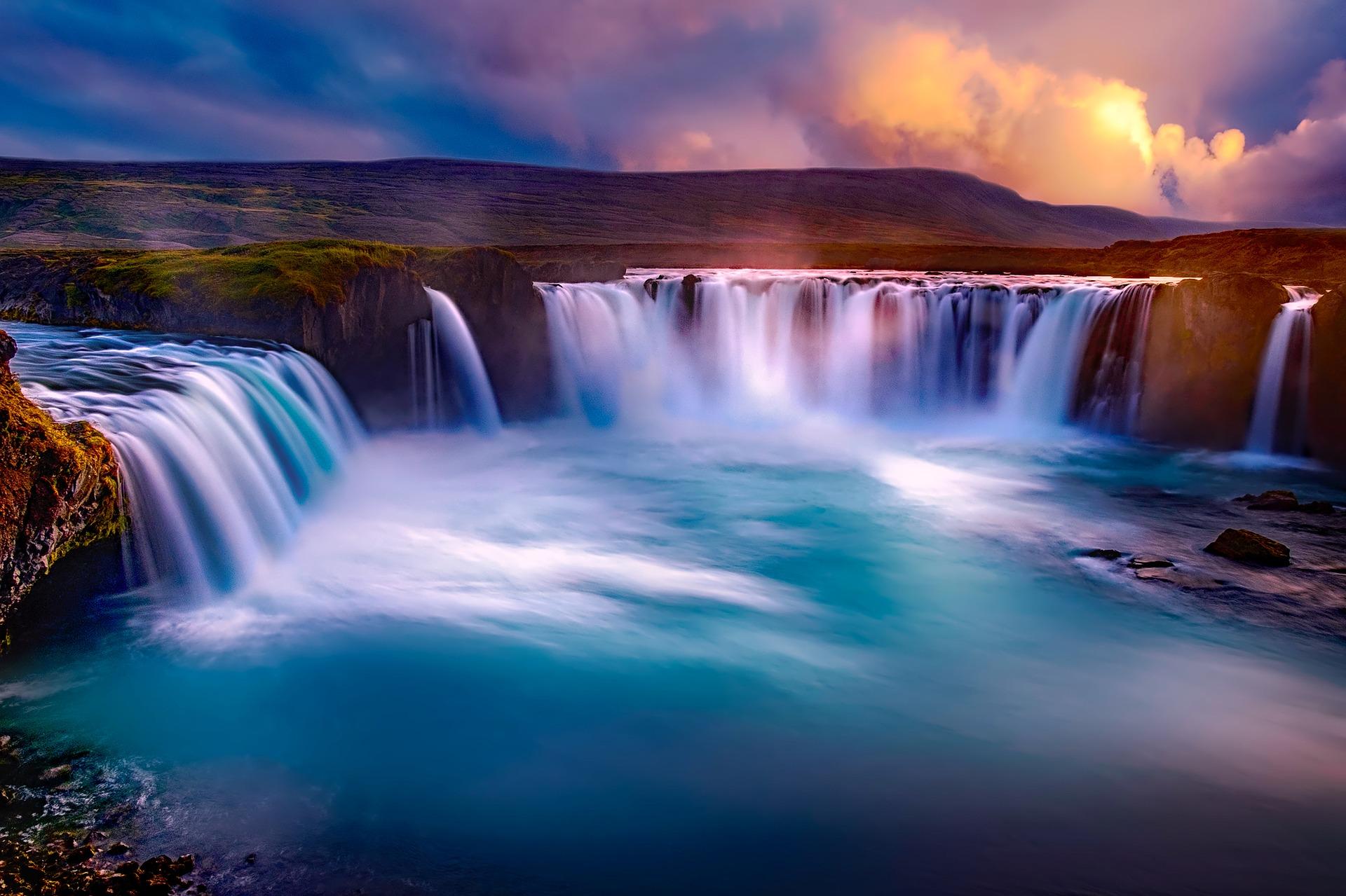 Foto di Goðafoss da Pixabay